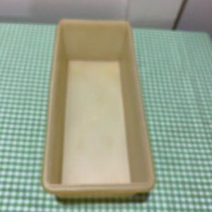 Tupperware Kitchen - TUPPERWARE JUMBO BREAD KEEPER
